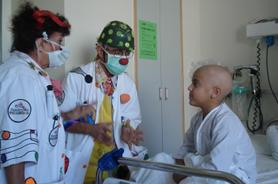 David, a bone marrow aplasia patient, at the hospital with the Theodora Foundation clowns