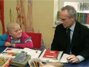Josep Carreras during a visit to the Niño Jesús Hospital in 2006