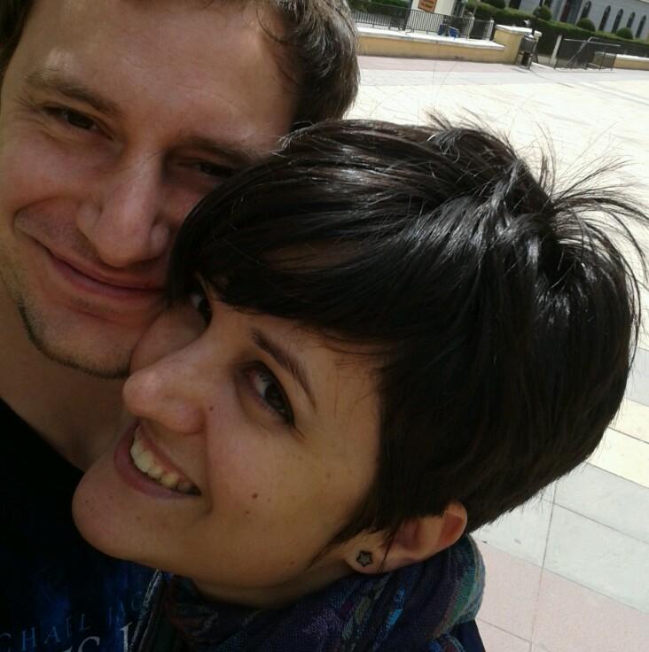 Alicia, ex-paciente de linfoma, con su marido