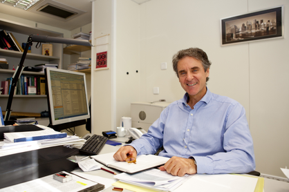 Dr. Álvaro Urbano