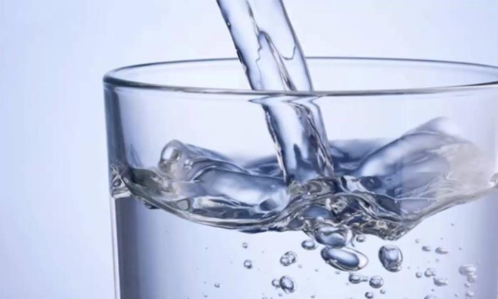 El peso de un vaso de agua
