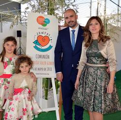 María Soler el día de su comunión con su familia.