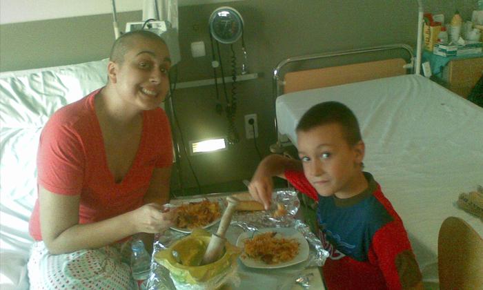 Ari, durante el tratamiento de la leucemia