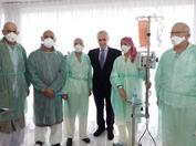 Josep Carreras durante una visita al Hospital Sant Pau de Barcelona para nuestra campaña de sensibilización de 2010