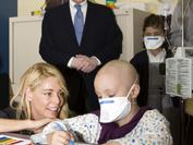 José Carreras and Belén Rueda during the 2008 awareness campaign at the Niño Jesús Hospital in Madrid