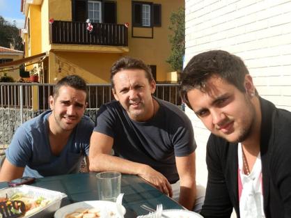 Manuel con sus hijos