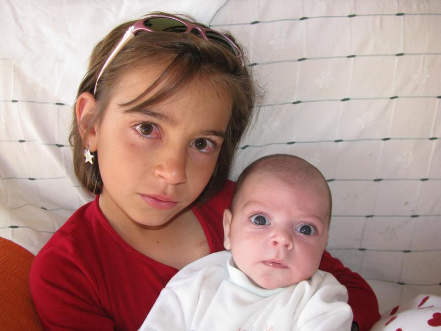 Aina, amb el seu germanet Dani