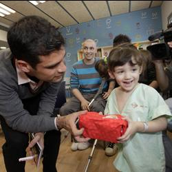 Márquez entrega juguetes EurekaKids