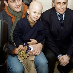 José Carreras and Iker Casillas during a hospital visit
