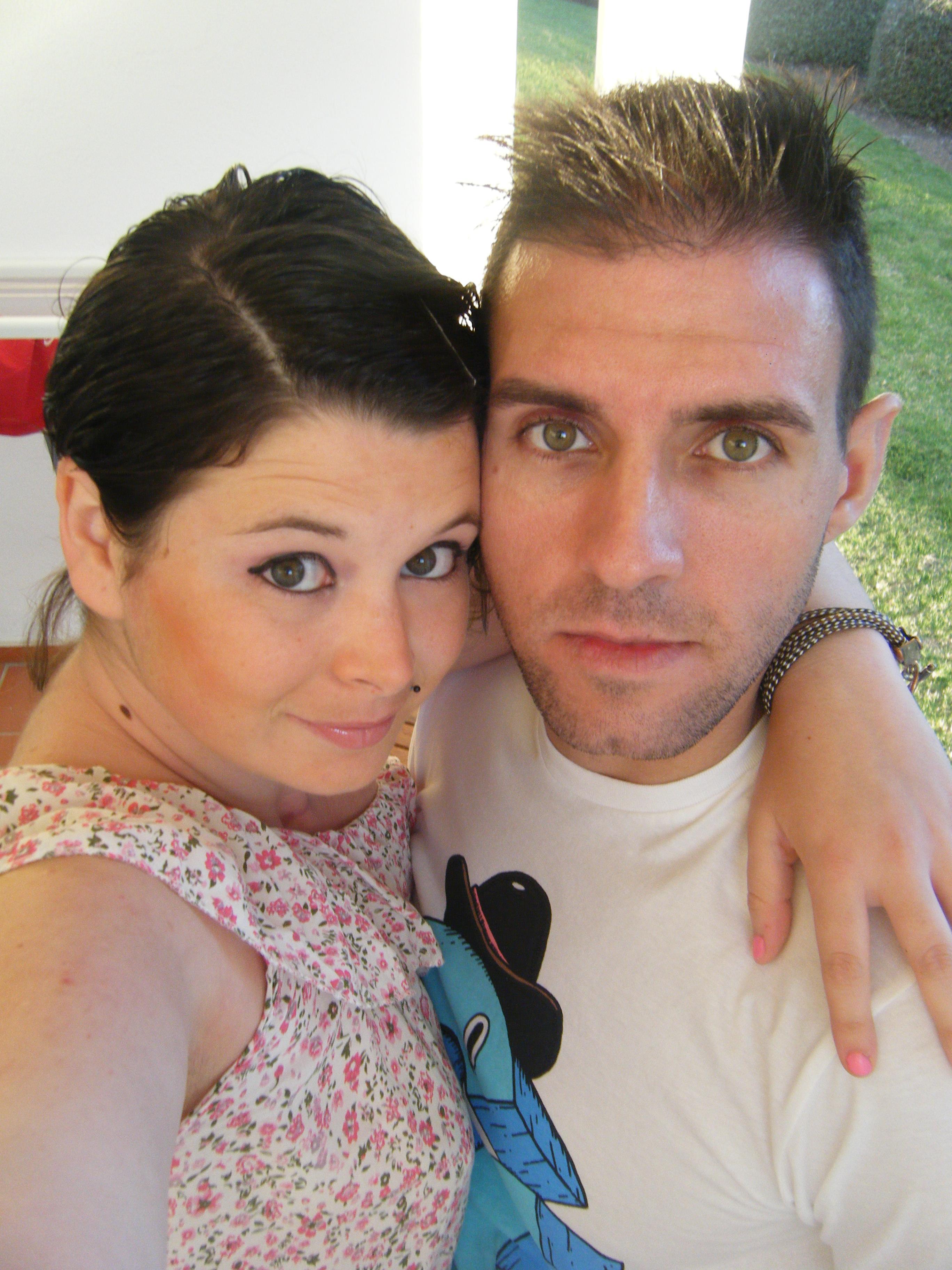 Sandra, ex-paciente de linfoma, con su novio