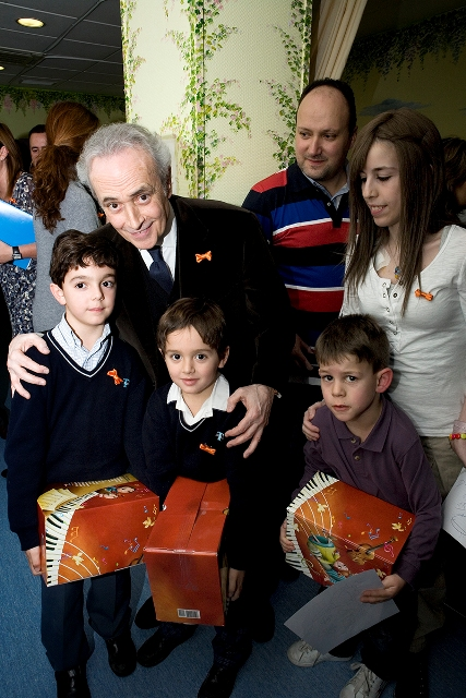 Sr. Carreras and kids