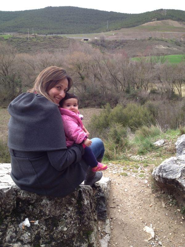 Vanessa, ex-paciente de Linfoma de Hodgkin, con su hija